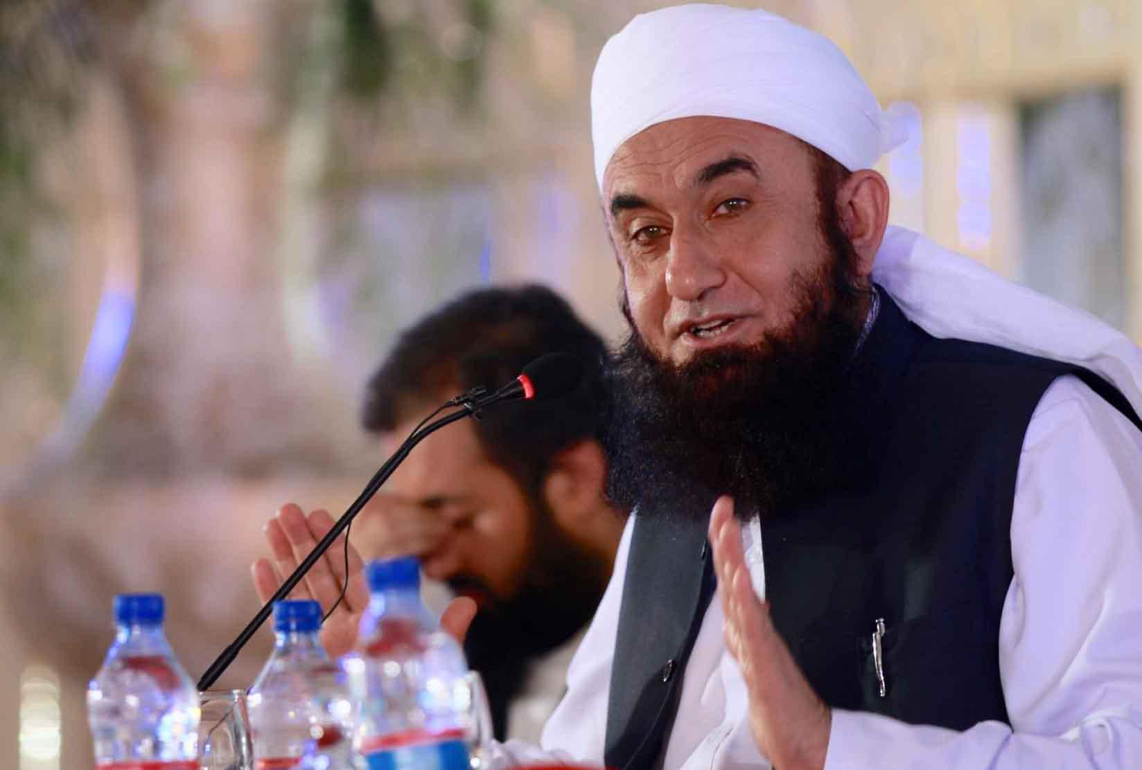 Nargis Went For Hajj With Maulana Tariq Jameel