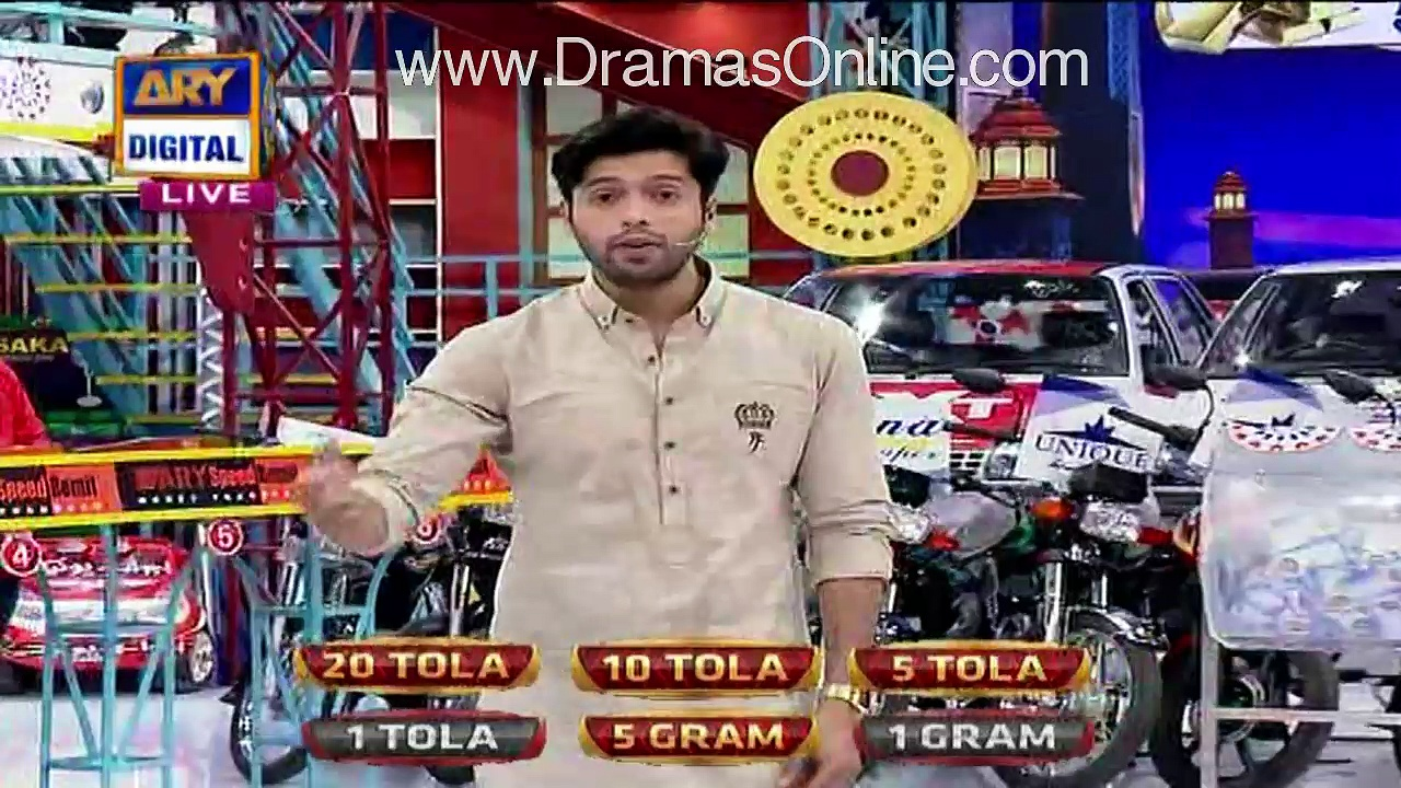 Meri-Biwi-Ko-Kyun-Dekhaya-Tum-Logon-Ne-Fahad-Mustafa-Gets-Angry-on-Camera-Man