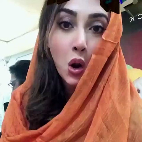 cute-expressions-of-Ayesha-Khan