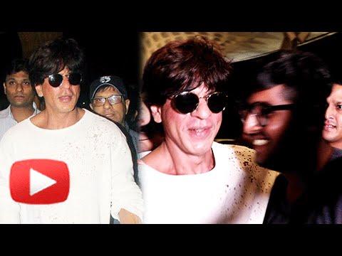 Fan-Touches-Shah-Rukh-Khans-Feet-At-Mumbai-Airport