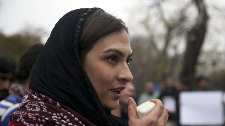 Marvi Memon Sings Sindhi Song in UK - Rava