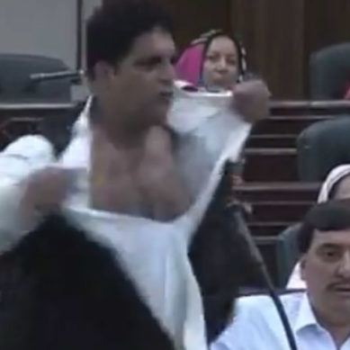 KPK: ANP Member Tears Up His Shirt