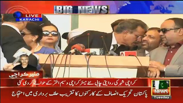 Farooq Sattar Whispers In Waseem Akhtar's Ear