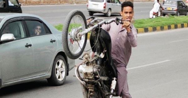 Two Die During One Wheeling in Sukkur