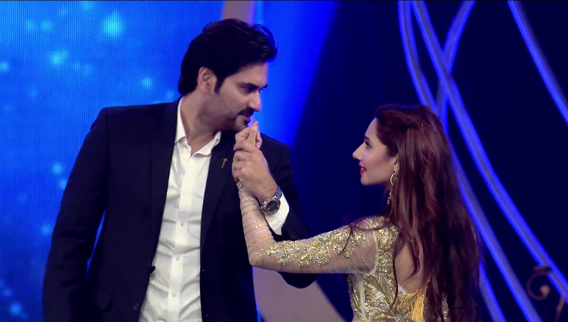 Lux Style Awards 2016: Mahira Khan & Humayun Saeed Performance