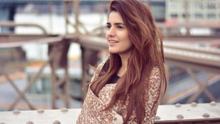 Momina-Mustehsan-hot-pictures-650x371