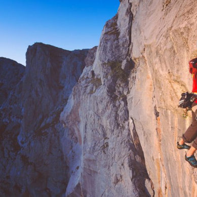 The Art of Climbing – Kilian Fischhuber Scales Headless Children