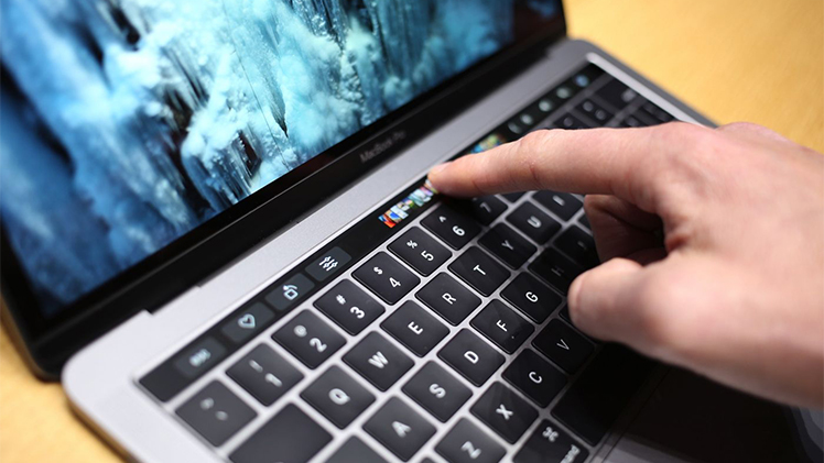 First-look-at-Apple's-Touch-Bar-1000