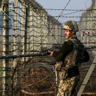 Troops of Pakistan, India Exchange Fresh Fire Across LoC