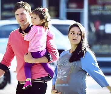 Ashton Kutcher Spending Time With His Daughter Wyatt