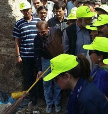Farooq Sattar Kicks Off 'Clean Karachi' Campaign