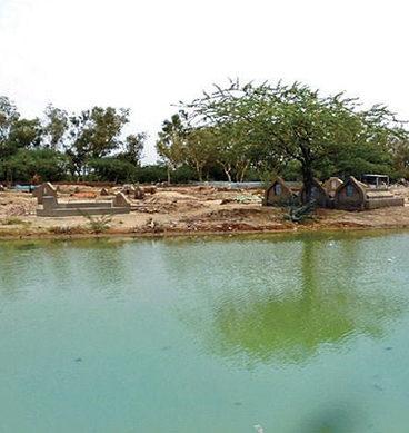 Sewage Water Floods Graveyard: Karachi