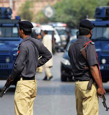 Robbers Caught Red Handed By Public In Karachi