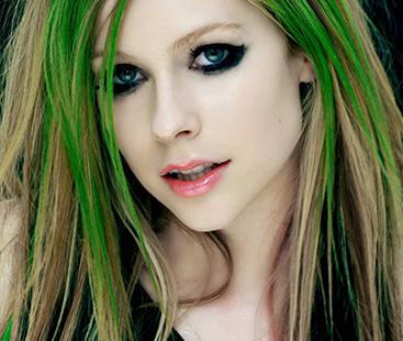 Avril Lavigne – The Emo Pop Teen Sensation