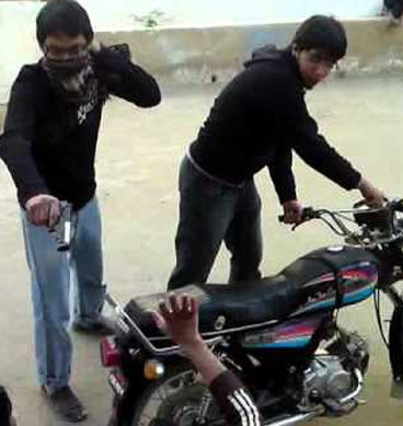 CCTV Footage Of Mobile Snatching: Lahore