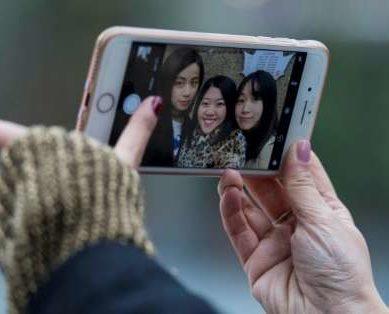China Selfie-App Leader Seeks To 'Beautify The World'