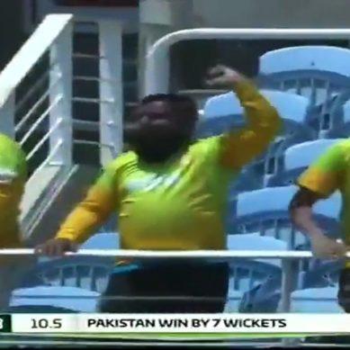 Misbah-ul-Haq Hits Two Consecutive Sixes