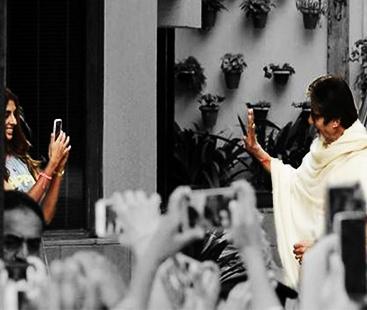 Amitabh Bachchan's Cute Moment With Daughter Shweta Bachchan