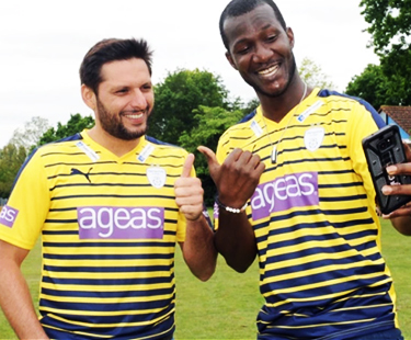 Darren-Sammy-and-Shahid-Afridi-NEWWW