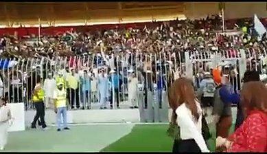 Crowd Goes Crazy After Seeing Neelum Munir