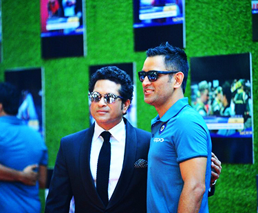 Sachin's Most Humble Gesture Towards Indian Cricketers At His Movie Premiere