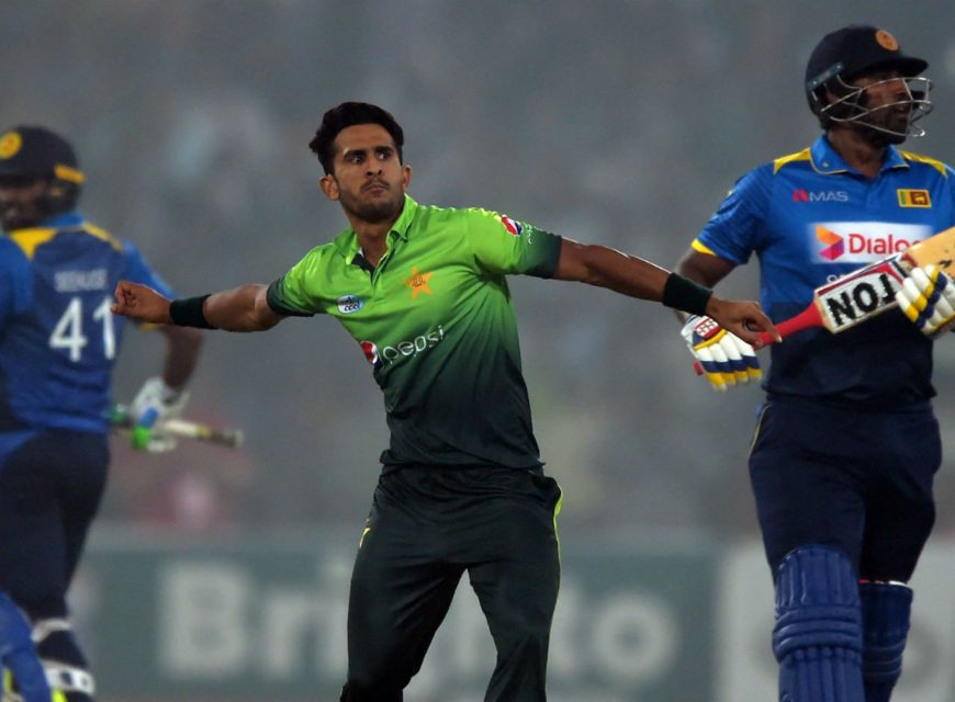 Pakistani bowler Hasan Ali (C) celebrates after taking the wicket of Sri Lankan cricket captain Thisara Perera (R) during the third and final T20 cricket match between Pakistan and Sri Lanka at the Gaddafi Cricket Stadium in Lahore on October 29, 2017. Photo: AFP