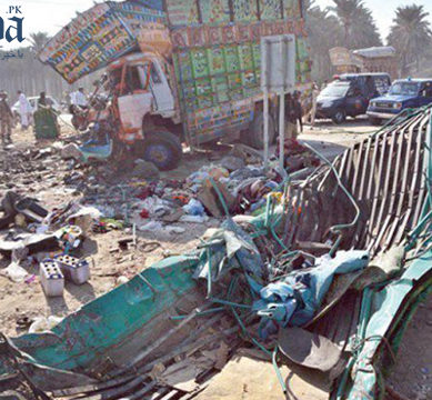 At least 18 killed, six injured as truck falls over van near Khairpur