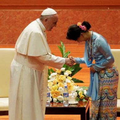 Myanmar: The Pope asked to respect ethnic groups before Aung San Suu Kyi