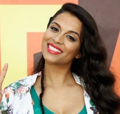 "How Lilly Singh ""Superwoman"" became the woman who earns more money on YouTube"