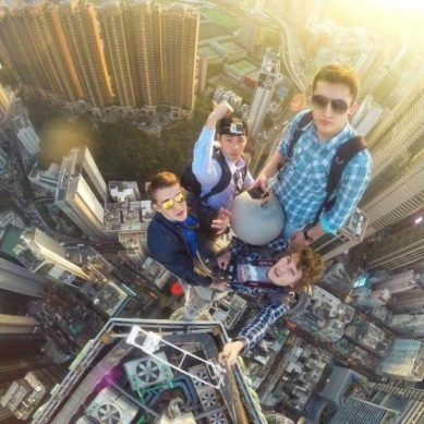 The art of extreme selfie