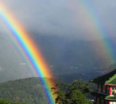 """A gift from heaven"": this was the ""longest recorded ever"" rainbow that was seen for 9 hours"