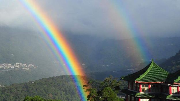 """""""A gift from heaven"""": this was the """"longest recorded ever"""" rainbow that was seen for 9 hours"""