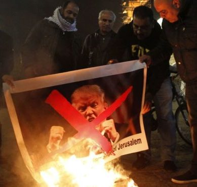 The wave of alarmism and protests in the Middle East for the news of Donald Trump's intention to move the United States embassy to Israel to Jerusalem