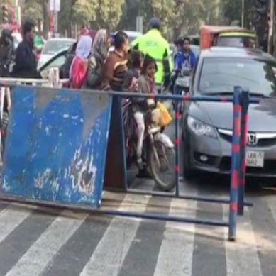 Commuters irked as Mall Road partially blocked for PAT protest