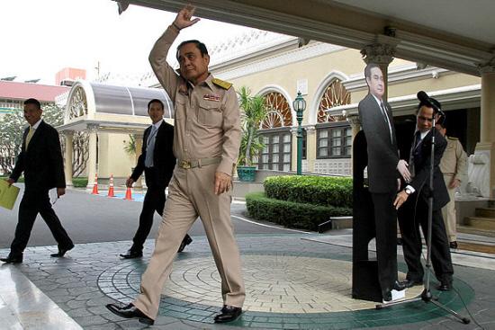 Thai PM's 'cut-out' stunt bemuses public