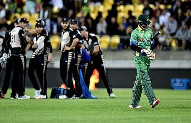 Pakistan outclass New Zealand in second T20 to level series