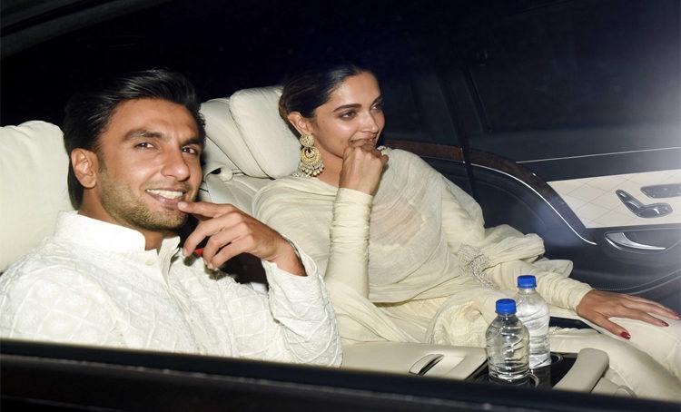 Ranveer & Deepika Walk In Hand in Hand at 'Padmaavat' Screening