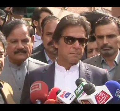 Imran warns of street protests if 'Nawaz uses Parliament to attack judiciary'