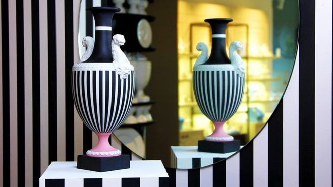 Why does this vase cost US $ 6,000?
