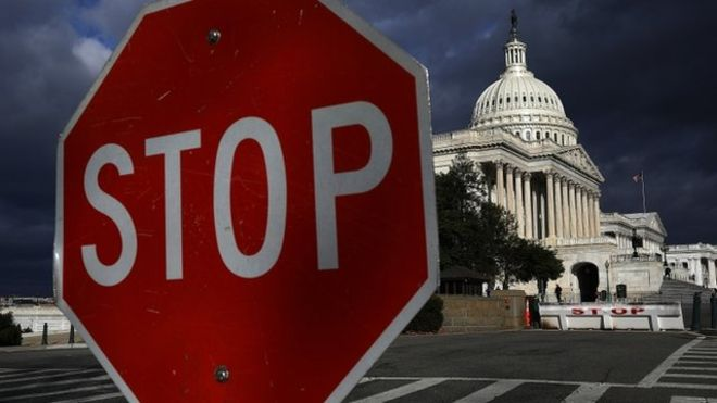 "The blockade of Republican senator ""anti-debt"" Rand Paul forces a new closure of government in the United States"