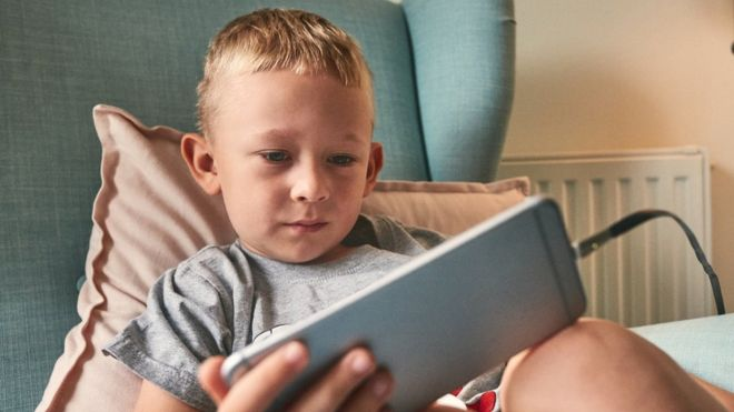 What is the best time to give children a cell phone?