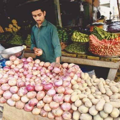 Here's why customers are being overcharged despite low vegetable prices