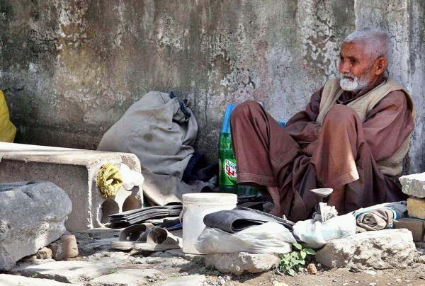 A heart-wrenching untold story of a Pakistani 'mochi' (cobbler)