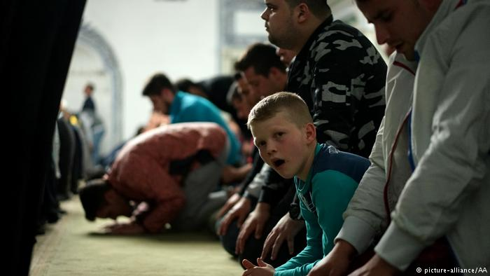 Praying is often considered a fundamental practice of the month of fasting. Traditionally, Ramadan begins with a special prayer known as Tarawih. During the holy month, many Muslims participate in communal prayers in the mosques closest to their neighborhoods.