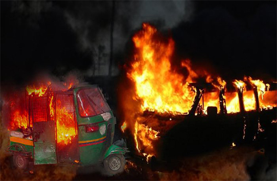 4 unidentified people expire as auto-van collide and flames spread near Indus Highway