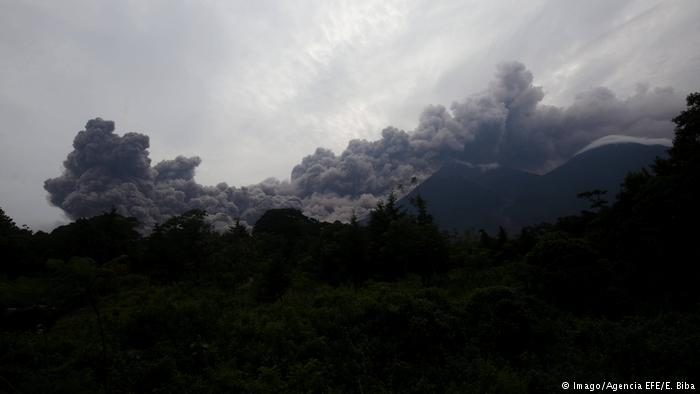 At least 25 dead due to the eruption of the Volcán de Fuego in Guatemala
