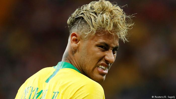 In his debut in the World Cup in Russia against Switzerland, the Brazilian star Neymar wore a studiously messy look. And blond. Something as if a plate of noodles had been overturned in his head. This guarantees the PSG player visibility from afar, because that hair - and of that color - can be seen from any corner of the stadium.