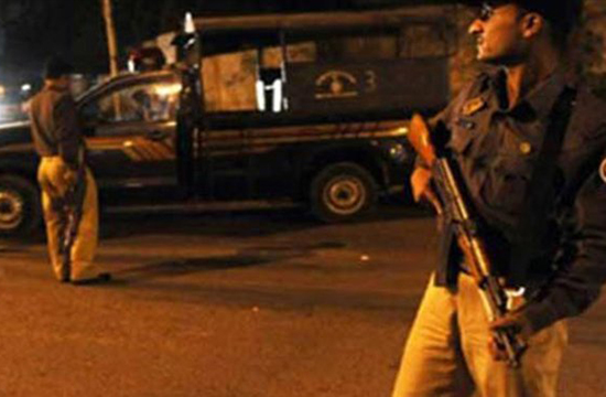 Karachiites catch, beat up alleged dacoit, hand him over to police