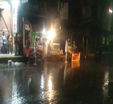 Intermittent rain in Lahore turns weather in a pleasant one after prolonged heat spells