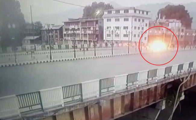 Kashmir Grenade Attack Caught On Camera. Two Cops Among 10 Injured